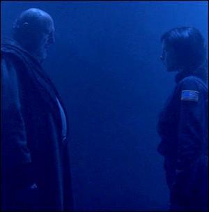 Saison 4 : Dans l'épisode 'Dernier Recours', en quoi se transforme Elizabeth pour tromper Oberoth ?