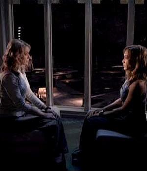 Dans la saison 1 : Que pratique Kate sur Teyla pour développer et se servir de ses pouvoirs télépathiques ?
