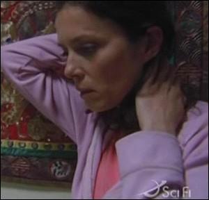 Saison 3 : Dans l'épisode 'Le monde réel', qui apporte à Elizabeth une montre bien connue de celle-ci et qui remet en cause toutes ses convictions ?