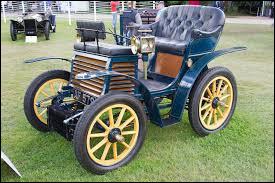 Quel est le nom de ce modèle de 1899 étant le tout premier modèle de la marque ?