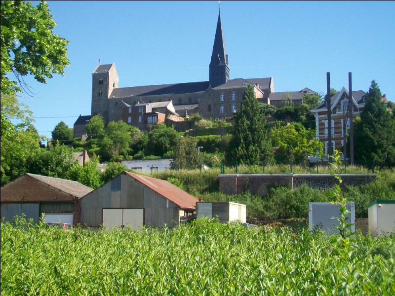 Édifiée au neuvième siècle, ce qui en fait la plus ancienne de Belgique, voici la collégiale de Lobbes. Quel moine bénédictin, évangélisateur du Hainaut et de la Flandre, lui donne son nom ?