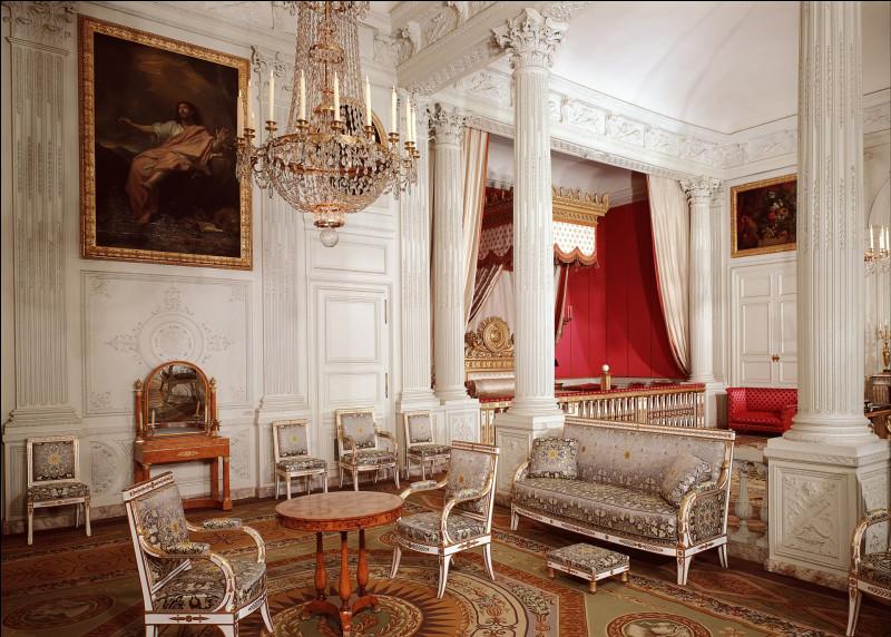 Quand il décède, quel âge Louis XV a-t-il ?