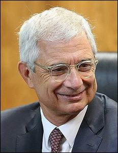 D'origine tunisienne, après être devenu maire, député puis ministre, il accède à la présidence de l'Assemblée nationale de 2012 à 2017. Qui est ce brillant serviteur de l'État ?