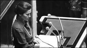 Elle a défendu la loi sur l'avortement en 1975. Quelle est cette ministre de la Santé du gouvernement Chirac ?