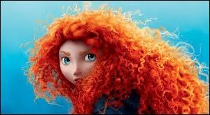 Elle est flamboyante dans sa magnifique chevelure rousse...