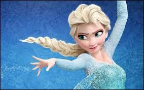 Cette jolie blonde ne craint ni la neige, ni la glace ...