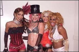 """Avec quelles chanteuses partage-t-elle un quatuor pour la chanson """"Lady Marmalade"""" ?"""