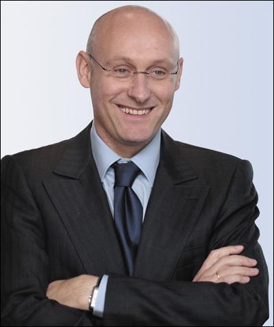 A qui succède Bernard Laporte en tant que sélectionneur ?