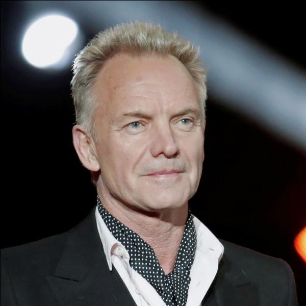 Avant de faire sa carrière solo, dans quel groupe Sting chantait-il ?
