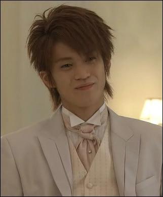 Quel est le nom de l' acteur jouant le rôle de Rui ?