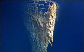 En quelle année l'épave du Titanic a-t-elle été explorée pour la première fois ?