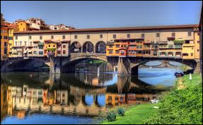 Dans quelle ville italienne le Ponte Vecchio se situe-t-il ?