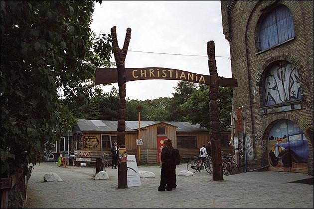 La cité libre de Christiania (1971) > Bien qu'en conflit permanent avec les autorités danoises, elle tient le coup. Quelle est l'une de ses 9 lois organiques ?