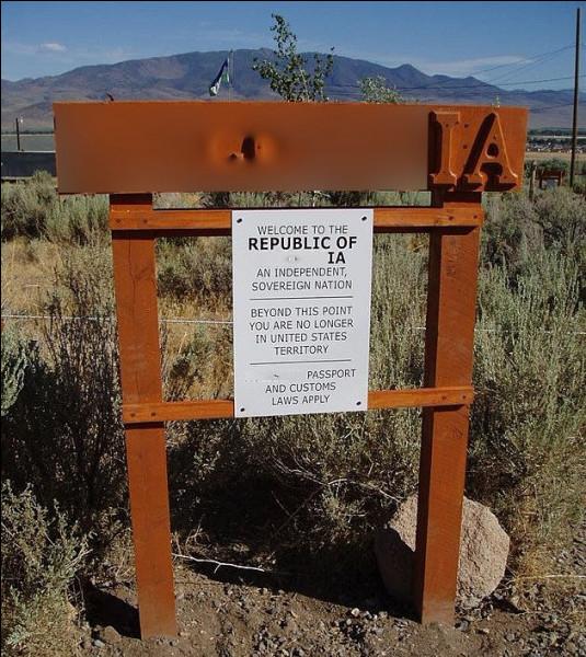 On ne pouvait manquer quelques américains (27) pour allonger cette liste : il est, dans le Nevada, une république qui émet un tas de produits dérivés, monnaies, timbres, drapeaux. Quelle est son nom ?