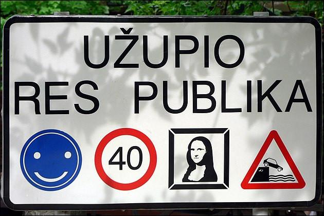 République d'Uzupis (1998) > Jumelée avec la république de Montmartre, cette micro-nation lituanienne de 7 000 habitants a une armée de 12 soldats et une autre particularité : laquelle ?