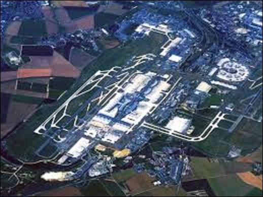 08 mars 1974 : Après dix ans de travaux, on inaugure le nouvel aéroport de Paris-Charles-de-Gaulle. Sur quelle ville est-il essentiellement construit ?