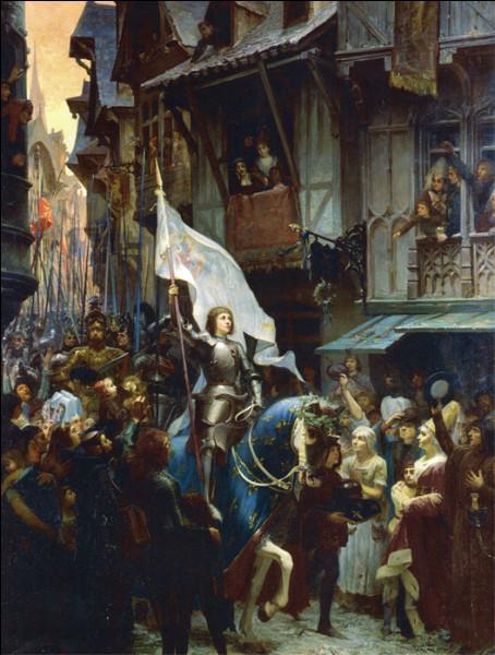 Comment est surnommée Jeanne d'Arc ?