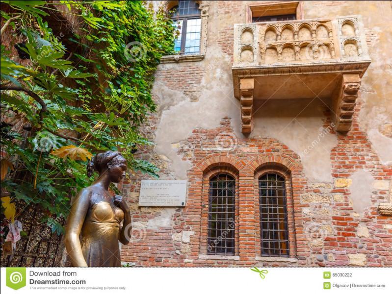 """Dans quelle ville italienne se situe l'intrigue de la pièce de théâtre de William Shakespeare """"Roméo et Juliette"""" ?"""