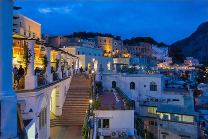 Dans quelle région d'Italie l'île de Capri est-elle située ?