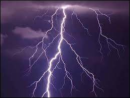 Comment s'appelle le type spécifique d'éclair qui a une grosse puissance ?