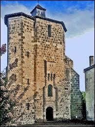 Nous sommes dans les Landes de Gascogne, devant la tour de l'église Notre-Dame de Houeillès. Commune néo-aquitaine, dans l'arrondissement de Nérac, elle se trouve dans le département ...