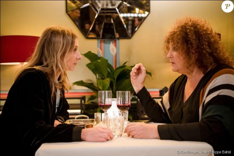 Quel peut être le thème du sketch avec Sylvie Testud et Valérie Mairesse ?