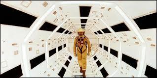 """Quel écrivain est l'auteur du livre """"2001, l'odyssée de l'espace"""" ?"""