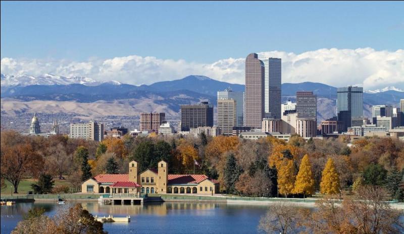 20 juillet 2012. À Aurora, dans le Colorado, une fusillade fait 12 morts et 58 blessés. Dans quel type d'établissement un déséquilibré mental a-t-il ouvert le feu ?