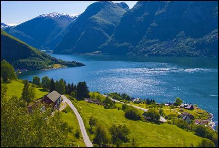Quelle est la profondeur maximale du fjord le plus profond de Norvège ?