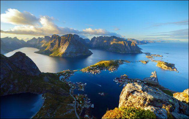 Lequel de ces villages est un des plus beaux des îles Lofoten ?