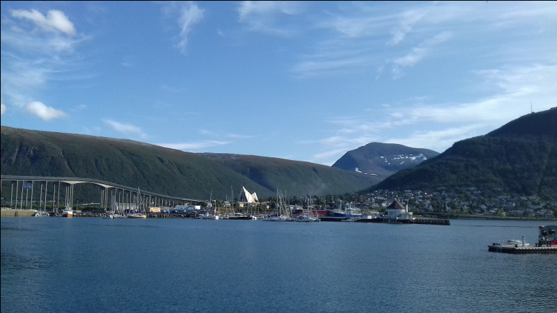 """À partir de la fin du XIXe siècle, pourquoi la ville de Tromsø était-elle surnommée """"le Paris du Nord"""" ?"""