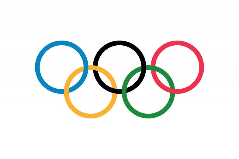 En 2010, quelle sportive norvégienne remporte la 100e médaille d'or olympique d'hiver de l'histoire de son pays ?