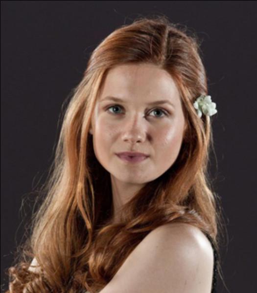 Tu rentres chez Madame Guipure. Elle te demande d'attendre à côté d'une fille qui dit s'appeler Ginny Weasley. Que fais-tu ?