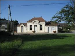 Charmes est un village Côte-d'Orien situé en région ...
