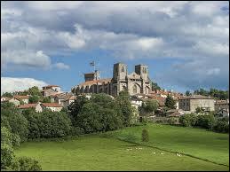 Je vous propose de partir en Auvergne-Rhône-Alpes à la découverte de La Chaise-Dieu et de son abbatiale Saint-Robert. Village de l'arrondissement de Brioude, il se situe dans le département ...