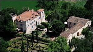 Pour commencer, voici une vue du château de Auty. Commune occitane de l'arrondissement de Montauban, dans le Quercy, elle se situe dans le département ...