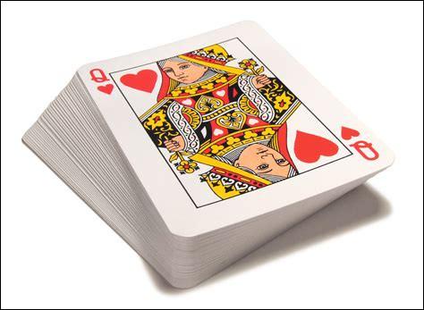 Comment s'appelle le jeu de cartes qu'invente Chandler afin de piéger Joey pour qu'il accepte de prendre son argent ?