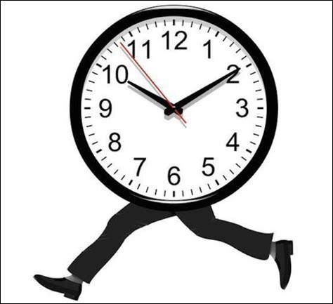 À quel âge Monica a-t-elle appris l'heure ?