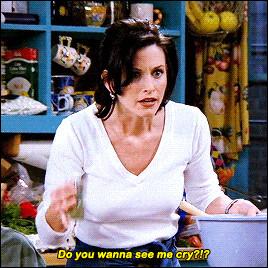 Monica refuse que l'un de ses amis conduise sa voiture de sport. De qui s'agit-il ?