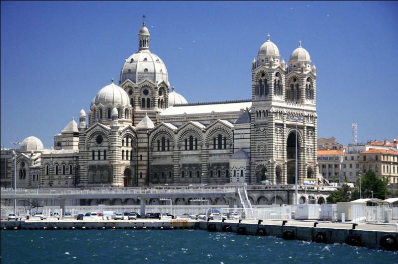 Un mélange d'inspiration byzantine, romane et gothique, elle est la seule cathédrale bâtie en France au XIXe siècle, à...