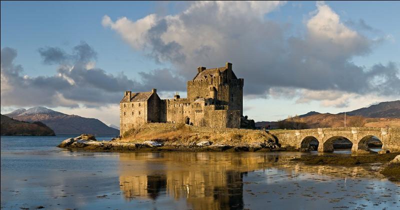On commence facilement avec ce château qui a vu plusieurs films se tourner en ses murs. Je vous donne un indice pour un des films. Il est immortel...