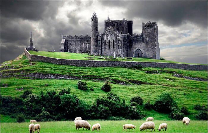Je suis reconnaissable avec la photo. Toutefois, je suis dans la province de Munster. Mon plus grand roi fut Brian Boru. J'ai même rencontré saint Patrick. Je suis le château de/d'...