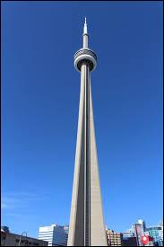 La tour CN a été la plus haute tour du monde avant d'être dépassée en 2009 par la Burj Khalifa et la Tour de télévision et de tourisme de Canton.