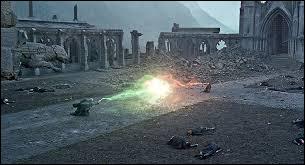 Avec quel sort Harry tue-t-il Voldemort ?