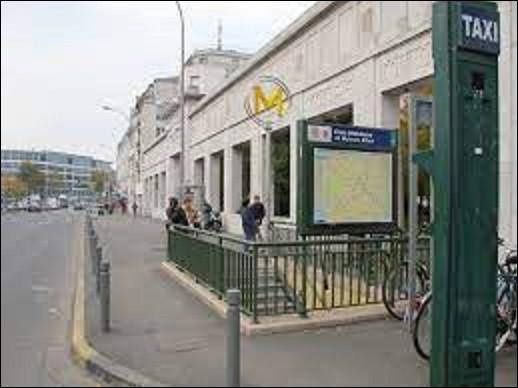 Mise en service le 19 septembre 1970 sur la ligne 8 ''École vétérinaire de Maisons-Alfort'' se situe sur la commune du même nom. Dans quelle ville se trouve cette ville ?