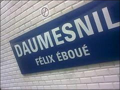''Daumesnil'' est une station des lignes 6 et 8, qui fut ouverte le 1er mars 1909. Devant son nom à l'ancienne pace Daumesnil, rebaptisée depuis place Félix-Éboué, Pierre Daumesnil (1776-1832) était un général français qui perdit sa jambe lors d'une bataille napoléonienne en 1809. De ces trois batailles, à laquelle perdit-il ce membre ?