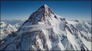 Quelle est l'altitude du K2, deuxième sommet le plus haut du monde ?