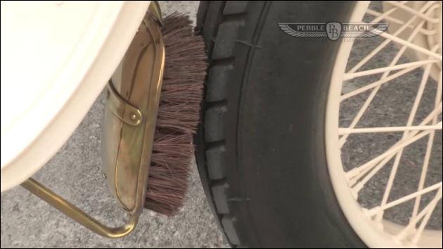 Mais quelle est l'utilité de cette brosse, qui équipe chacune des roues ?