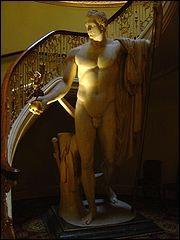 Qui est représenté sur cette sculpture d'Antonio Canova ?