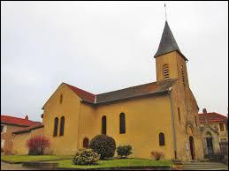 Nous sommes dans le Grand-Est, devant l'église Saint-Rémi de Pouilly. Commune de la métropole Messine, elle se situe dans le département ...